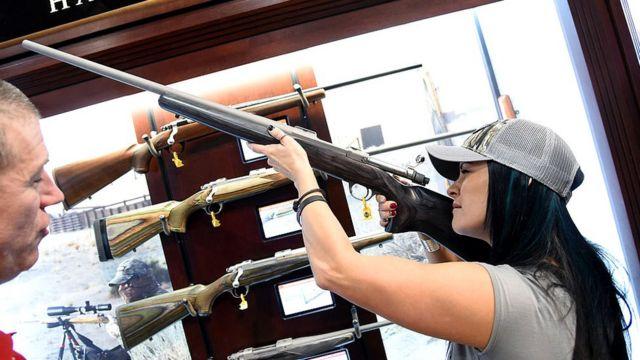 Американка с ружьем