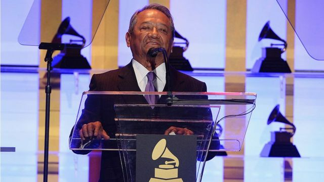 Armando Manzanero en la ceremonia de los Grammy en 2014.