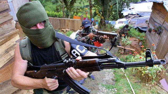 Cepeda acusaba a Uribe de tener vínculos con grupos paramilitares.