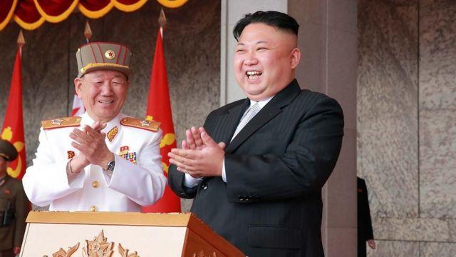 Kim Jong-un durante un desfile militar.
