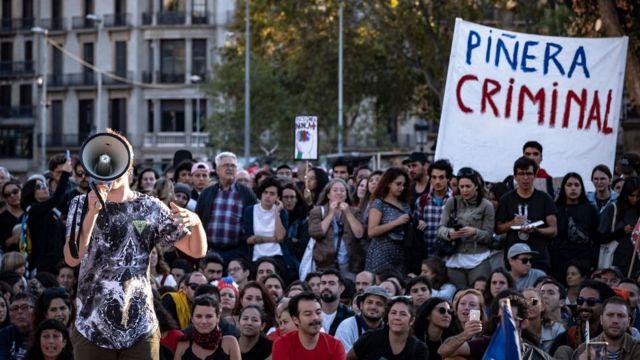 Manifestación de apoyo a Chile en Barcelona, España