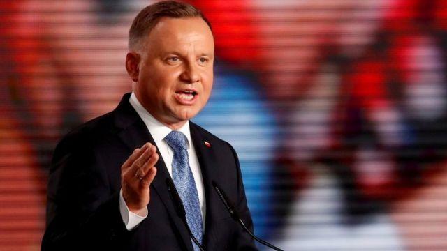 Польща хоче заборонити геям і лесбійкам всиновлювати дітей