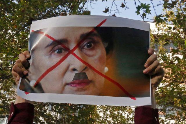 Protesta contra Aung San Suu Kyi en Teherán, Irán, el 10 de septiembre de 2017.