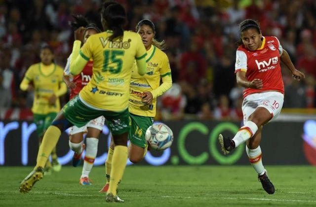 Partido de la liga femenina en Colombia.
