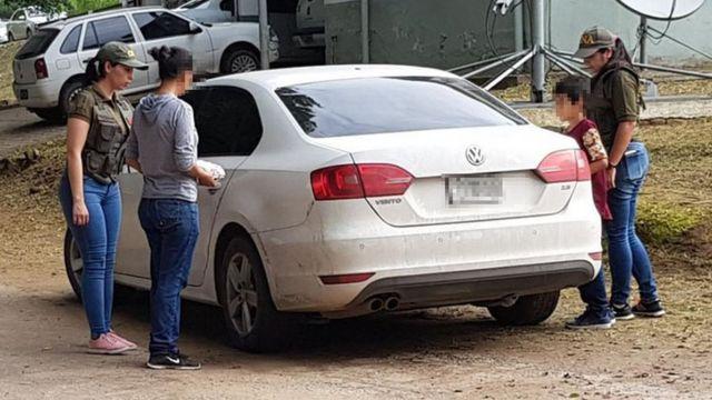 A mulher e o filho foram encontrados em situação precária pela polícia