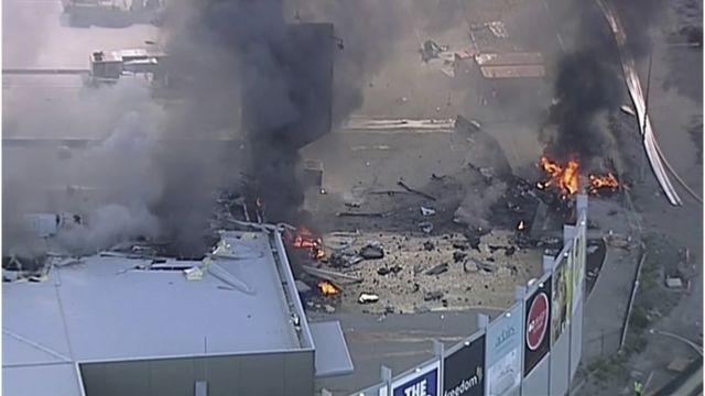 飞机坠毁事件发生在当地时间星期二(2月21日)上午9时,失事飞机是一架双引擎比奇空中国王B200型小型飞机。