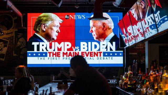 Pantallas con el debate en un bar de Estados Unidos