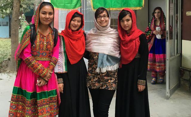 Диана Мухаметзянова со студентками