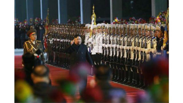 (켑션) 김영철 당 부위원장 겸 통일전선부장은 처음으로 김 위원장의 외국 방문길에 동행하지 않았다