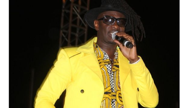 Mwanamuziki wa kenya David Mathenge, maarufu kama Nameless akitumbuiza katika hafla hiyo
