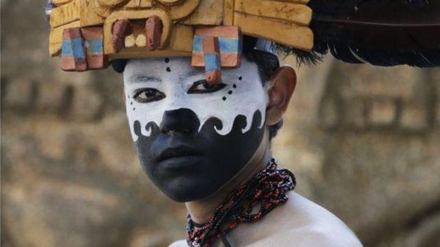 Mid ka mid dadkii ka qayb galayey dabaal degga xuska maalinta mowtada Mexico.