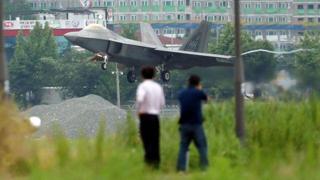 米韓の合同軍事訓練に北朝鮮は強く反発してきた。写真は韓国南西部の光州にある空軍基地に着陸する米軍機(16日)