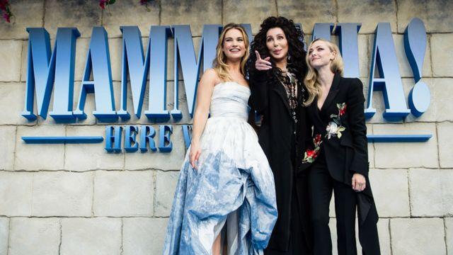 Lily James, Cher y Amanda Seyfried fueron al estreno de Mamma Mia! Here We Go Again, en 2018