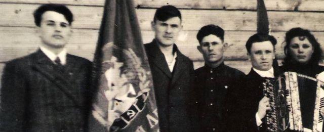 मिखाइल गोर्बाचोफ़ (बाएं)