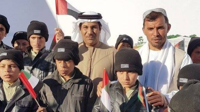 د متحده عربي اماراتو سفیر په کندهار کې د یوه دارالایتام ډبرې اېښودو لپاره نن سهار کندهار ته تللی و