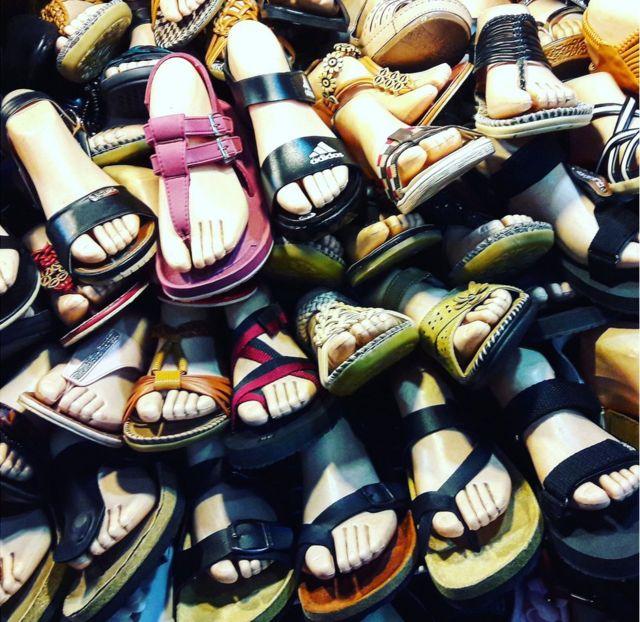 Un conjunto de sandalias