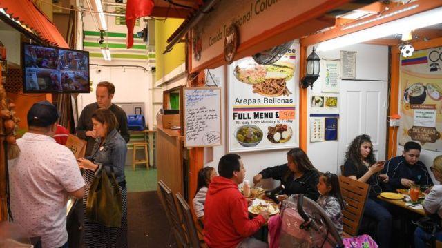 Restaurante colombiano dentro do mercado Seven Sisters.