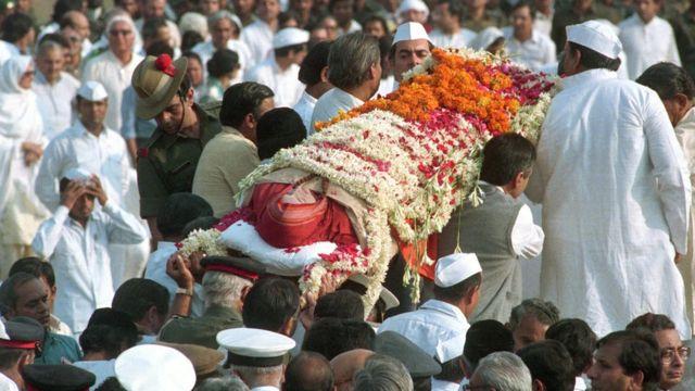 इंदिरा गांधी का पार्थिव शरीर