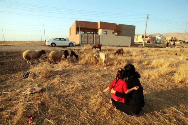 ไลลาและลูกสาว ขณะนี้อาศัยอยู่ในเมืองชาร์ยา อย่างปลอดภัยแล้ว
