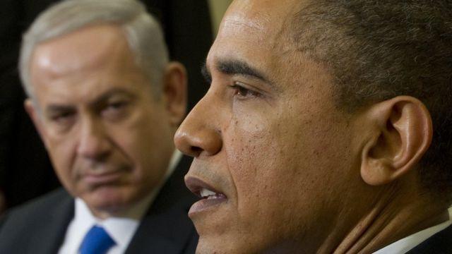 نتنياهو ينظر إلى اوباما وعلى وجهه تعبير مستاء