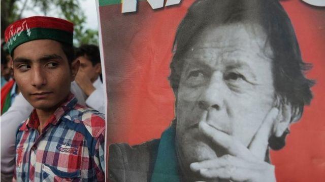 نتایج انتخابات تاکنون حاکی از پیروزی عمران خان، بازیکن سابق کریکت و رهبر حزب تحریک انصار است