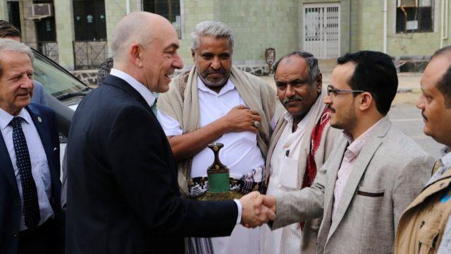 Yemen war: Parties agree Hudaydah port withdrawal plan