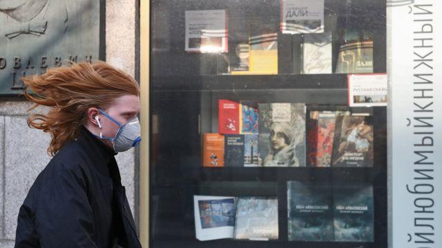 витрина книжного магазина