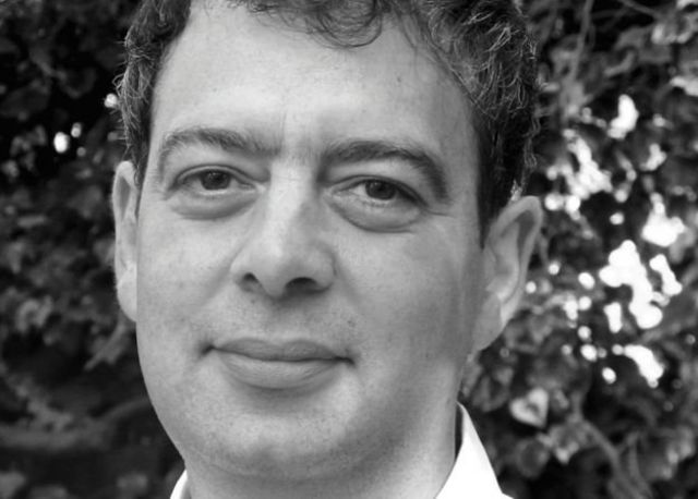 دیوید رانسیمان میگوید، دموکراسی در حال مرگ نیست ولی با یک بحران میانسالی پیشبینی نشده مواجه شده