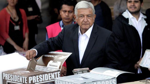 López Obrador votando