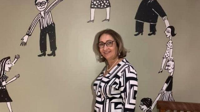 Diretora Lúcia Santos