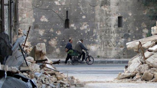 Hələb şəhərinin şərqində hökumət qüvvələri yenidən hava hücumlarına başlayıb