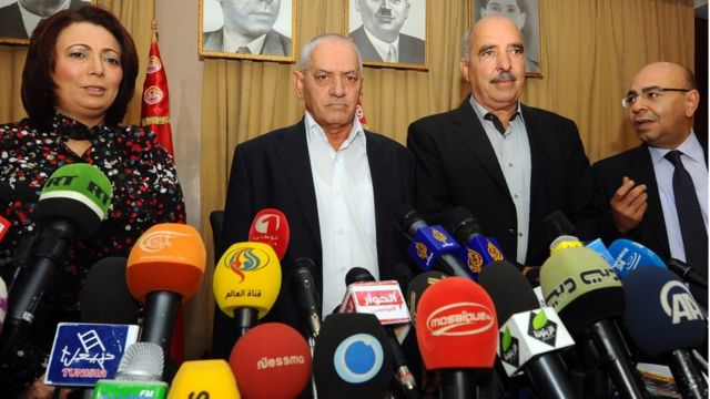 En 2015, le quartet du dialogue national tunisien, une association, est lauréat du Prix Nobel de la Paix pour avoir réussi à amener la démocratie en Tunisie après la révolution du Jasmin.