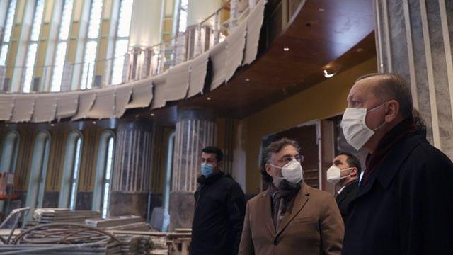 Erdoğan, Mart 2021'de cami inşaatını incelemişti