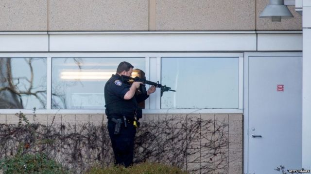 A police officer sweeps a building at YouTube's corporate headquarters where an active shooter situation was underway in San Bruno, California on April 03, 2018.