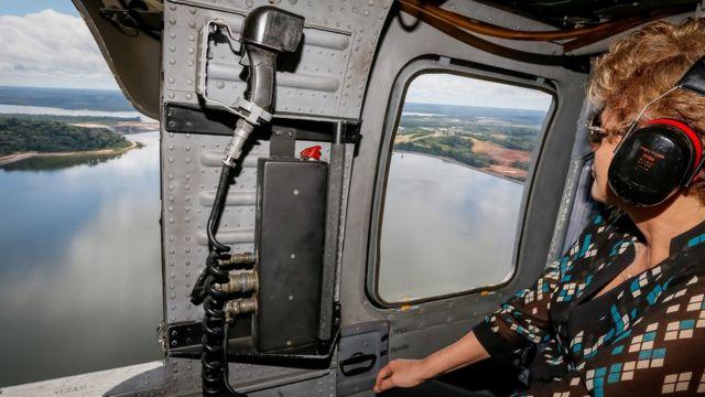 Dilma Rousseff sobrevoa área de Belo Monte, em foto de arquivo