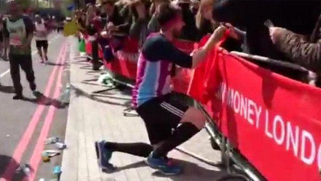 Man proposes during marathon