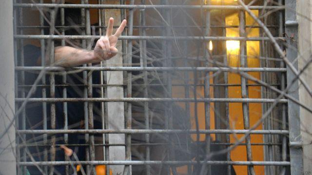 Грати на вікні російської тюрми