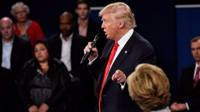 Mu kiganiro co ku musi w'Imana Trump yarifatiye mu gahanga Clinton