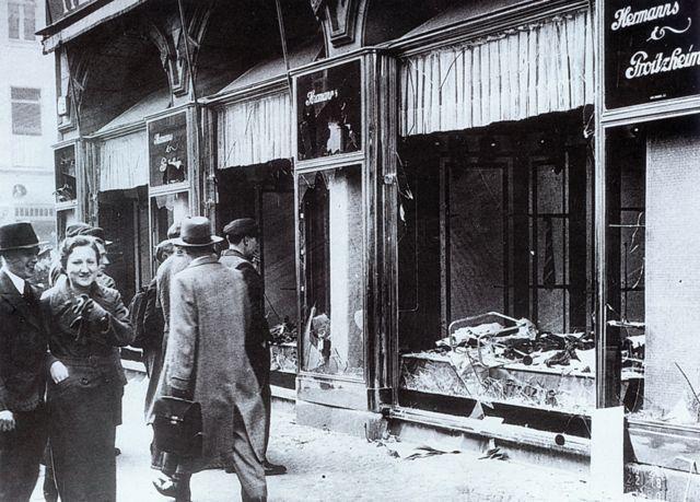 Uništene jevrejske radnje u Berlinu posle Kristalne noći