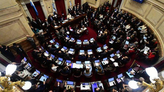 El senado argentino vota sobre la ley para la despenalización del aborto.