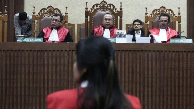 Mujer indonesia en juicio a la espera de veredicto.