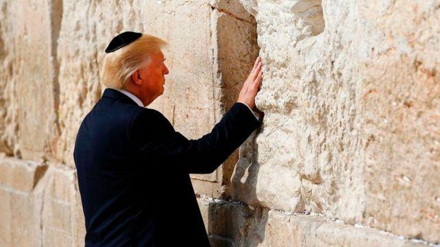 Дональд Трамп у Стены плача в 2017 году