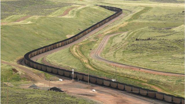 قطار حامل بار زغال در آمریکا