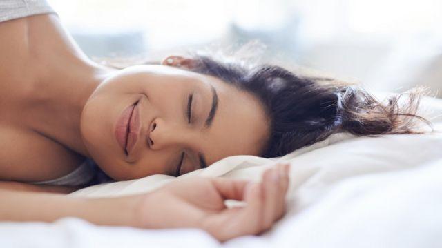 Yatakta kadın