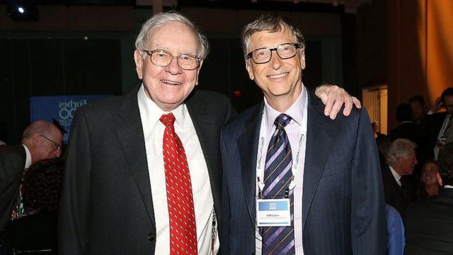 Warren Buffet junto a Bill Gates.