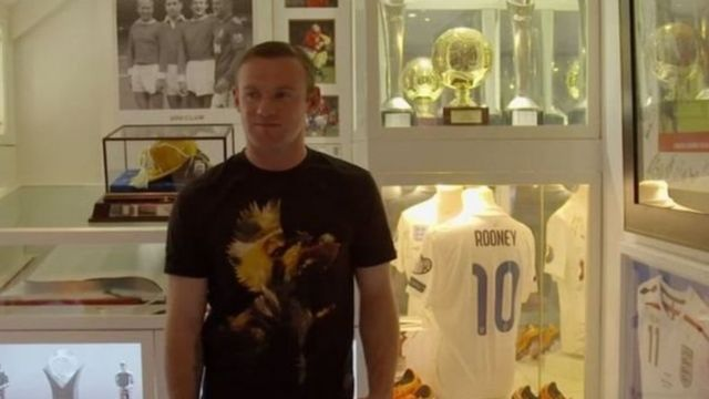 Wayne Rooney a dakin da yake ajiye kofunansa