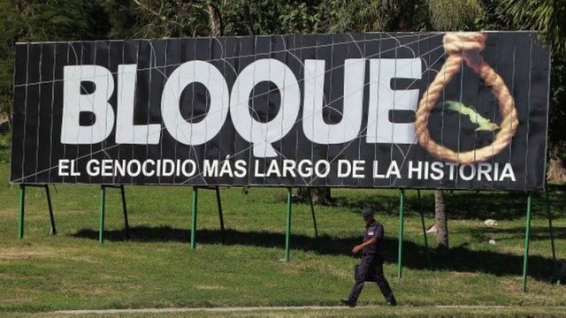 Valla publicitaria en Cuba contra el bloqueo.