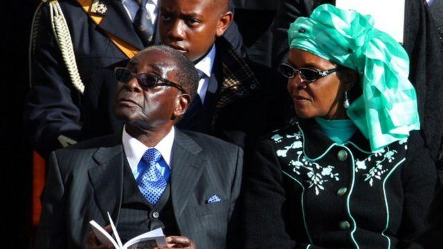La ZANU-PF, le parti au pouvoir, est très divisée sur l'identité du successeur de Robert Mugabe.