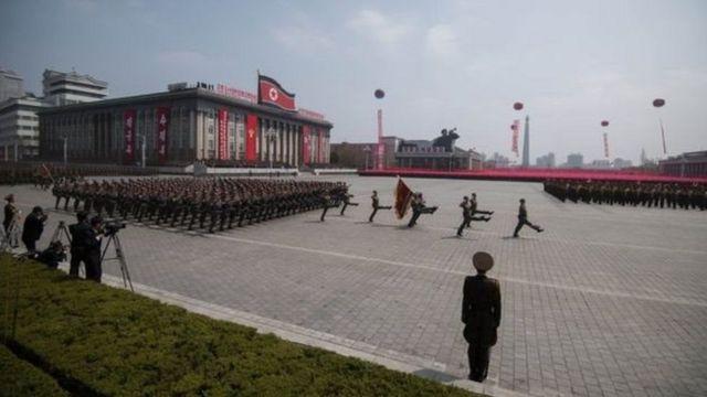 ઉત્તર કોરિયામાં સૈન્ય પ્રદર્શન