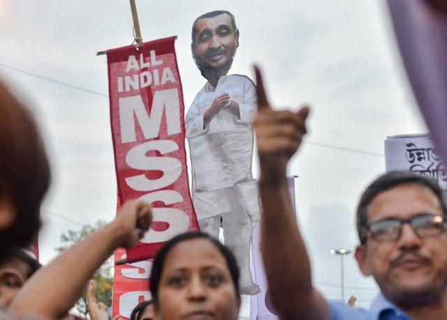 इस मामले को लेकर कई जगहों पर विरोध प्रदर्शन हुए